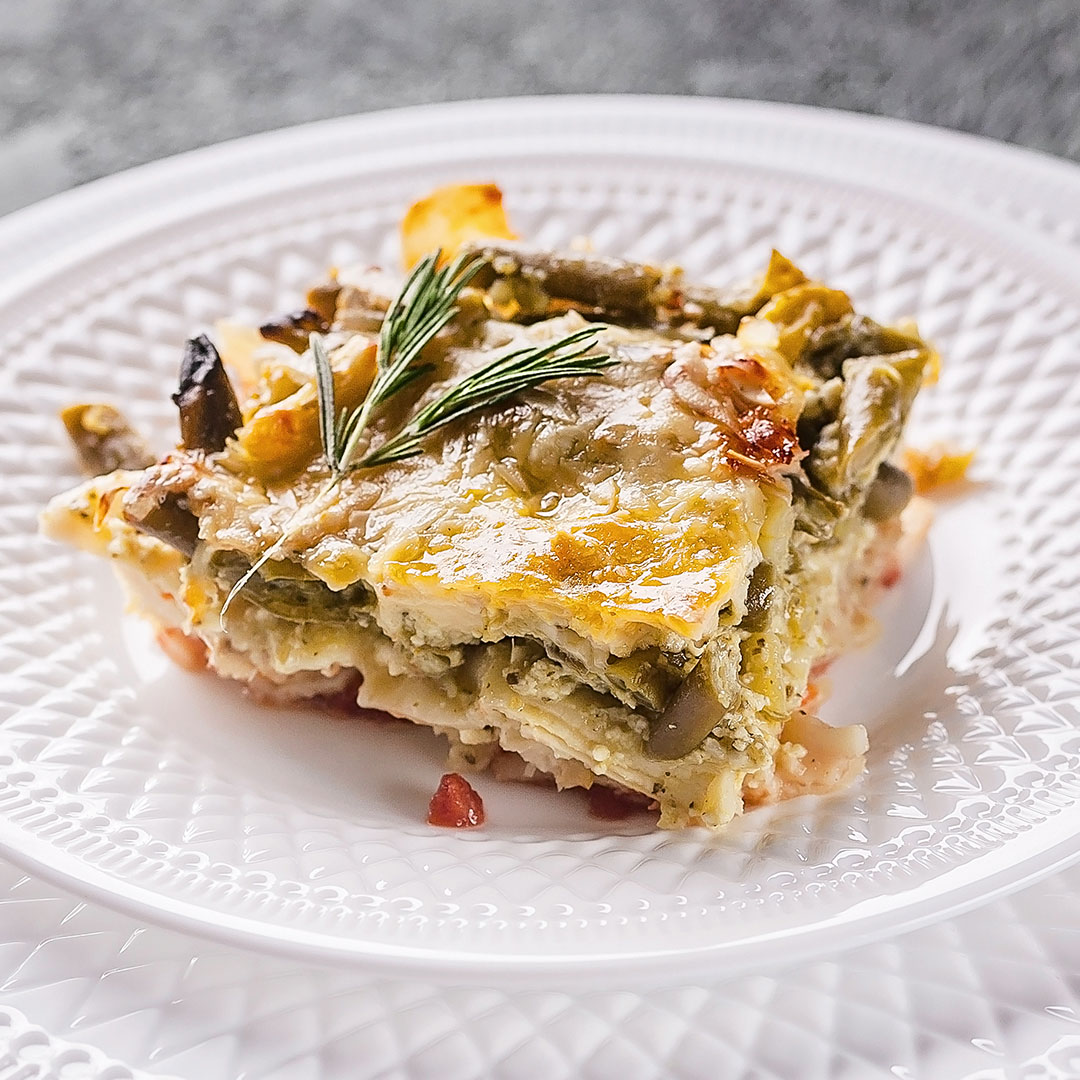 Lasagna con asparagi e salsiccia.